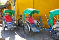 Danang, Вьетнам Старый городок с красочный ждать Pedicabs Стоковое Изображение