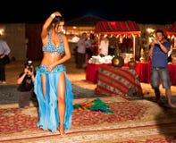 Dançarino de barriga profissional que está sendo disparado Fotografia de Stock Royalty Free