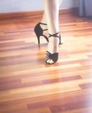 Dançarino do latino da dança de salão de baile Fotografia de Stock