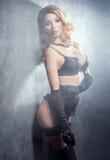 Dançarino novo e bonito da taberna no vintage 'sexy' Imagem de Stock