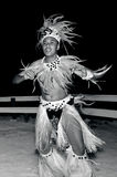 Dançarinos polinésios novos do homem de Tahitian da ilha do Pacífico Fotos de Stock