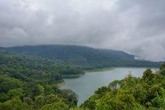 Danau Tamblingan e lago Buyan e Tamblingan Bali Danau Buyan, Indonésia fotografia de stock royalty free