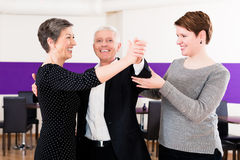 Dance instructor with senior couple Royalty Free Stock Photos