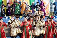 Dance o desempenho em Shrovetide, Buriácia, Rússia Fotografia de Stock