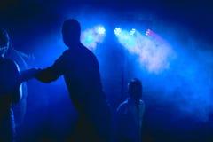 Dancefloor, partyjny pojęcie z tanów ludźmi Zdjęcia Stock