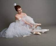 Dancer wears pointes Royalty Free Stock Photos
