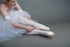 Dancer wears pointes Royalty Free Stock Photo