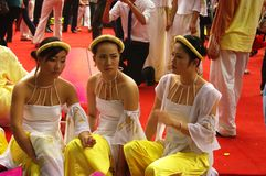 "Dancers Vietnamese in dress "" Ao Dai "" Stock Image"