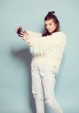 Dancing alla moda della donna di modo e foto di fabbricazione Immagini Stock Libere da Diritti