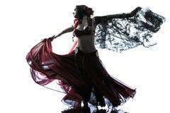 Dancing arabo del danzatore di pancia della donna Fotografie Stock