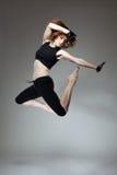 Dancing attraente della giovane donna Immagini Stock