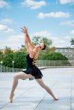 Dancing del danzatore di balletto esterno Fotografia Stock Libera da Diritti