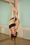 Dancing del palo della ragazza nello studio Fotografia Stock Libera da Diritti