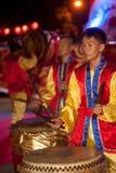 Dancing del tamburo durante il nuovo anno cinese. Immagine Stock