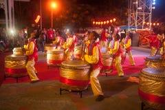 Dancing del tamburo durante il nuovo anno cinese. Fotografia Stock