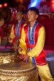 Dancing del tamburo durante il nuovo anno cinese. Fotografie Stock Libere da Diritti