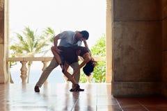 Dancing dell'America latina della donna e dell'uomo Fotografia Stock