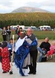 Dancing dell'uomo e del Mummer sulla fase Fotografia Stock Libera da Diritti