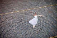 Dancing della ballerina nel centro di Mosca Immagine Stock Libera da Diritti
