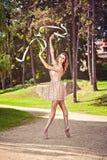Dancing della ballerina nel parco Fotografia Stock
