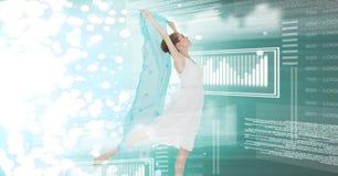 Dancing della donna con l'interfaccia di tecnologia digitale e lo strato verde Fotografia Stock