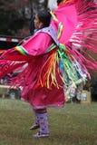 Dancing della donna del nativo americano Fotografia Stock Libera da Diritti