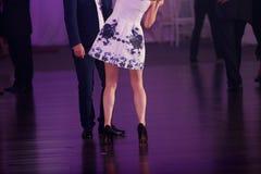 Dancing della donna e dell'uomo immagine stock