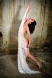 Dancing della donna nel pizzo Immagini Stock Libere da Diritti