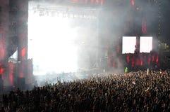 Dancing della folla del partito al concerto Immagine Stock