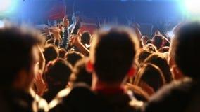 Dancing della folla sul concerto (nuova serie +10) stock footage