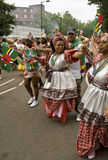 Dancing della gente al carnevale del Notting Hill Immagini Stock