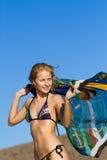 Dancing della giovane donna con il kerchief Fotografia Stock