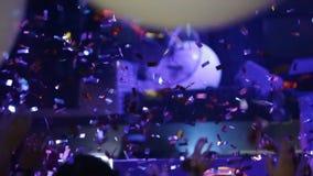 Dancing della ragazza del PJ al partito stock footage