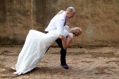 Dancing delle coppie di nozze Fotografie Stock
