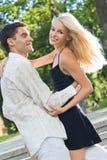 dancing delle coppie insieme Immagine Stock