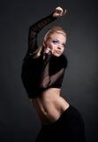 Dancing di modello ed osservare in su fotografie stock libere da diritti