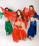 Dancing di pancia delle tre ragazze Fotografie Stock