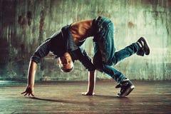 Dancing di rottura del giovane fotografia stock libera da diritti