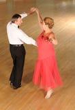Dancing di sala da ballo maturo delle coppie Immagini Stock