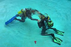 'Dancing' divers on bottom Royalty Free Stock Photos