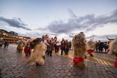 Dancing e festival tradizionali in Plaza de Armas, Cusco, Perù Fotografie Stock Libere da Diritti