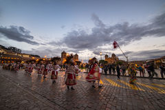 Dancing e festival tradizionali in Plaza de Armas, Cusco, Perù Fotografia Stock