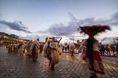 Dancing e festival tradizionali in Plaza de Armas, Cusco, Perù Immagini Stock