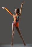 Dancing felice della ragazza della ginnasta Fotografia Stock Libera da Diritti
