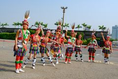 Taiwanese men and women in garb of Hualien Tribe with headdress and skirt, Kaohsiung, Taiwan. Dancing group in colorful garb of Tribe of Hualien, Taiwan stock photography