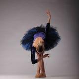 Dancing incredibilmente bello della ballerina nello studio Arte di balletto classico Fotografia Stock