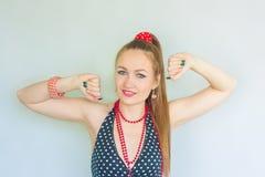 dancing Muchacha atractiva imagen de archivo libre de regalías