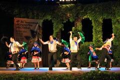 Dancing peruviano sulla fase di festival di folclore Fotografie Stock