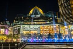 Dancingowa fontanna Przy ICONSIAM buduje Thailand obraz royalty free