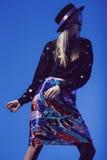 Dancingowa kobieta w czerń wierzchołku i wielo- spódnicie Obrazy Royalty Free
